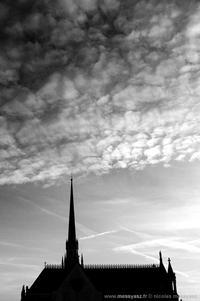 Piquer une aiguille dans les nuages
