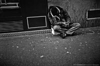 Dans une ombre, un triste monde
