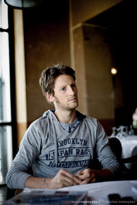 Waiting for a Formula One (Romain Grosjean)