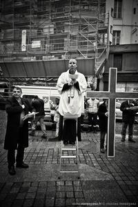 Le curé est en haut de l'échelle, je répète...