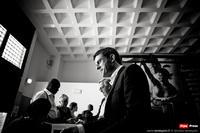La Liberté plantant son drapeau dans le dos de Manuel Valls